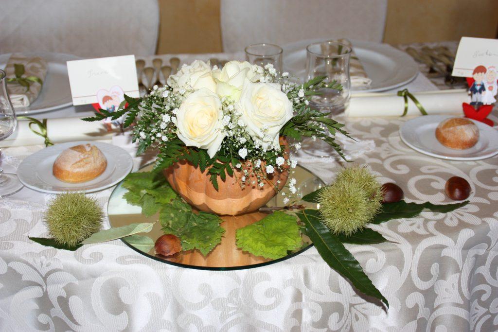Villa Giuffrida Centro tavola con zucca scavata e fiori freschi