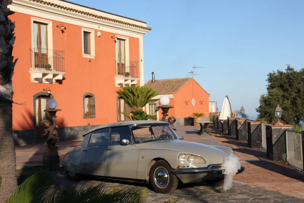 """Villa Giuffrida Ricevimenti Zafferana : Auto d'epoca per il giorno del """"si"""""""